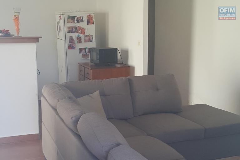 A VENDRE très bel appartement de type F3 de 71,07m2 en rdc avec cour sur Saint-Benoit à 95000 euros!