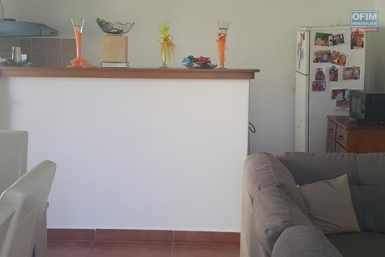 A VENDRE très bel appartement de type F3 de 71,07m2 en rdc avec cour sur Saint-Benoit à 89000 euros!