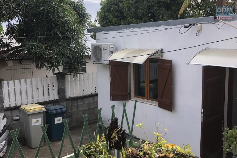 A vendre maison de type 8 à st paul proche des commerces.