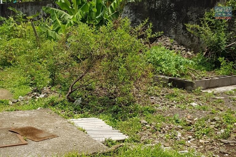 A SAISIR Terrain PLAT de 1272m2 à SAINT-BENOIT
