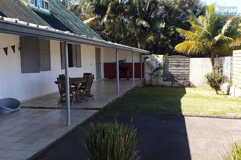 Maison F7 de 238 m2, terrain de 3757 m2, vue mer et montagne, calme