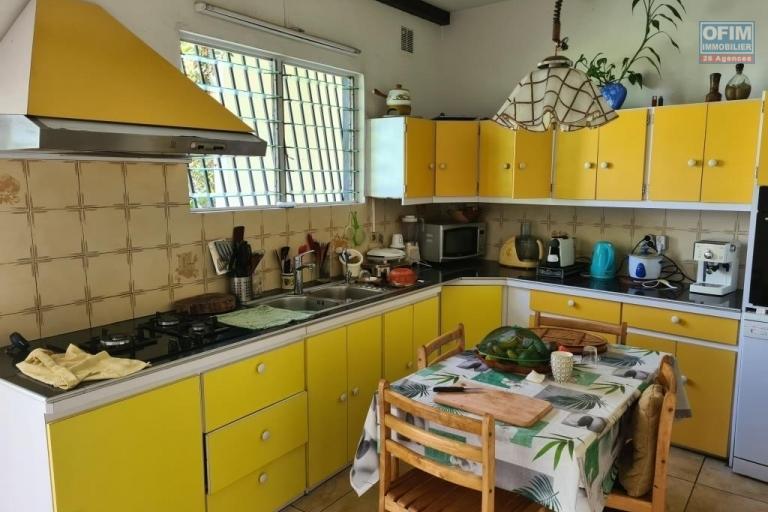 A vendre belle villa de type F5 d'environ 130 m² au centre ville du Tampon