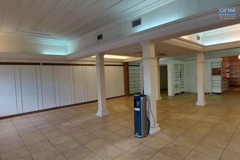 Maison créole de 218 m2 sur terrain de 137 m2 et terrain de 473 m2 - RDC