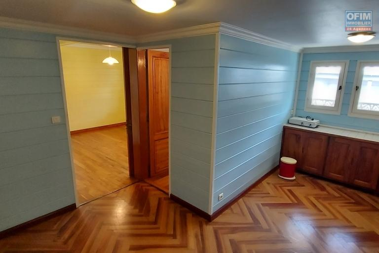 Maison créole de 218 m2 sur terrain de 137 m2 et terrain de 473 m2