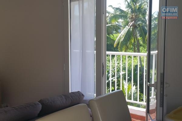 Très bel appartement de type F3 de 71 m2+ 2 balcons et place de parking sur le secteur de Bourbier à Saint-Benoit à 87500 euros!