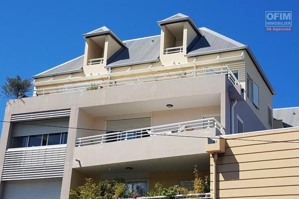 A VENDRE Appartement F3 à La Saline les Bains ( centre )