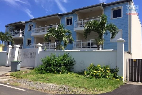 A louer appartement T4 atypique haut de villa avec garge et cour privée