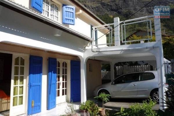 Maison F3 d'environ 80 m2 sur terrain de 212 m2 avec vue sur l'océan.