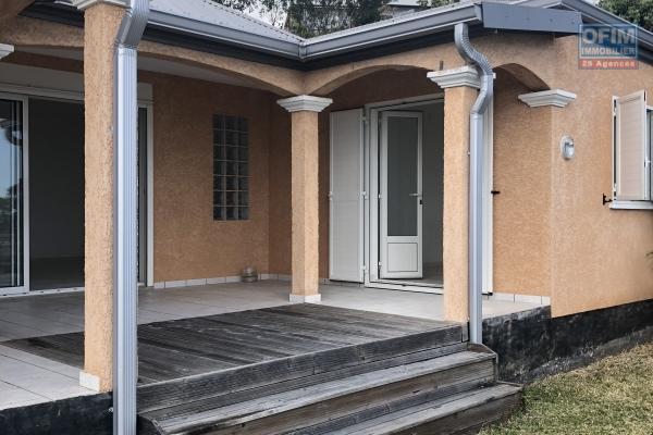 A vendre villa de type 4 à l'hermitage les hauts avec vue mer.