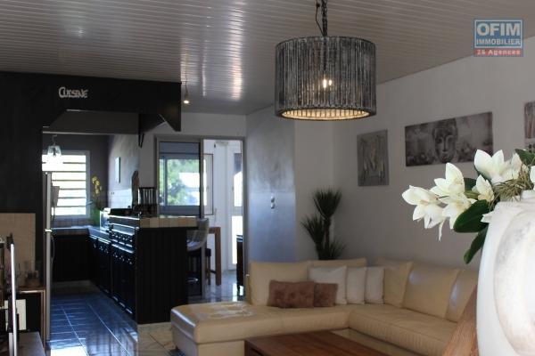 Bel appartement T2 de 55 m² avec varangue, vue mer et montagne, Résidence Clos des Jacarandas proche du lycée des Avirons