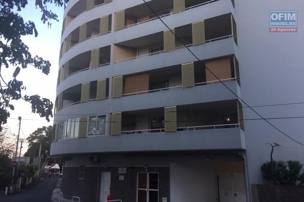 A vendre un joli appartement type T2 en ville de Saint Denis dans la résidence des Flamboyants