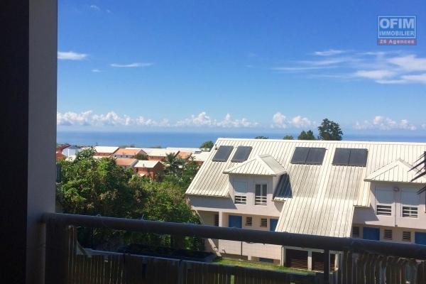 A vendre magnifique appartement de type F4 d'environ 77 m²  proche centre ville au Tampon