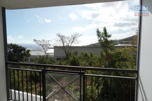 A vendre magnifique appartement de type F4 d'environ 65 m² avec grande terrasse au Tampon centre ville