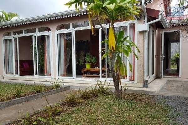 A vendre villa indépendante neuve de type 4 de 122,72 m2 à la possession.