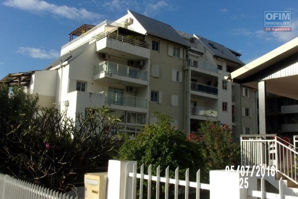 A louer un T3 en centre ville de Saint Denis avec jardin dans la résidence récente Anémone