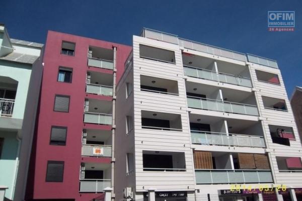 A vendre un studio avec terrasse et parking à Sainte Clotilde - résidence Jour D'été