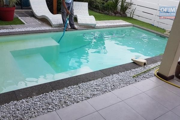 Belle villa T4 meublée, avec piscine et  vue mer imprenable,  à louer à La Montagne dans quartier calme et résidentiel.