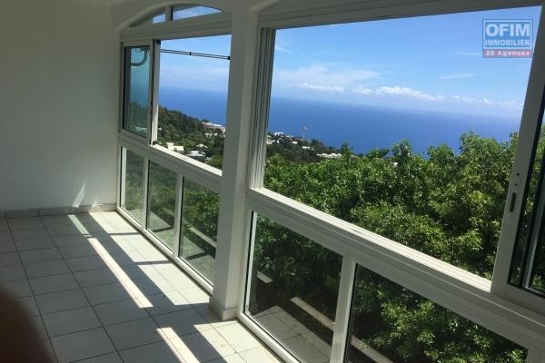 Maison T5 à louer plein centre de La Montagne avec belle vue mer.