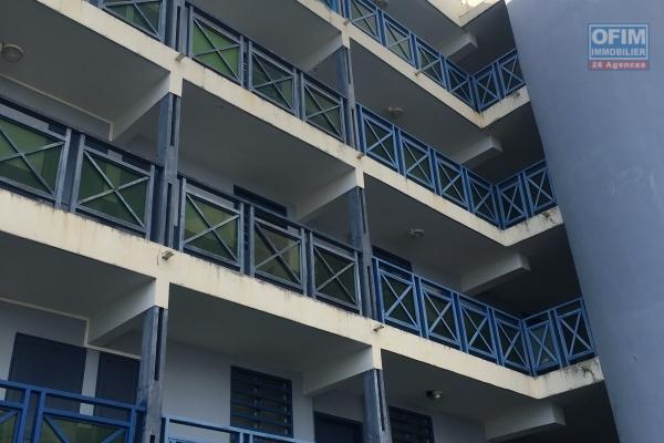 A louer un joli T3 au centre-ville de Saint Denis avec terrasse et parking