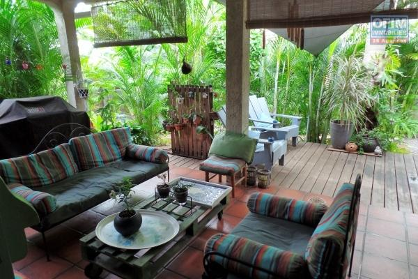 Maison T5+ en R+1 de 144 m² habitables + 87 m² de terrasse avec piscine et garage implantée sur 766 m² de terrain avec vue mer imprenable