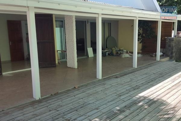 Villa F5 indépendante de 170 m2 habitable sur terrain d'environ 600 m2 Rivière des Pluies