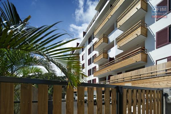 A louer bel appartement de type F4 Duplex sur une résidence Privée à Sainte Clotilde.