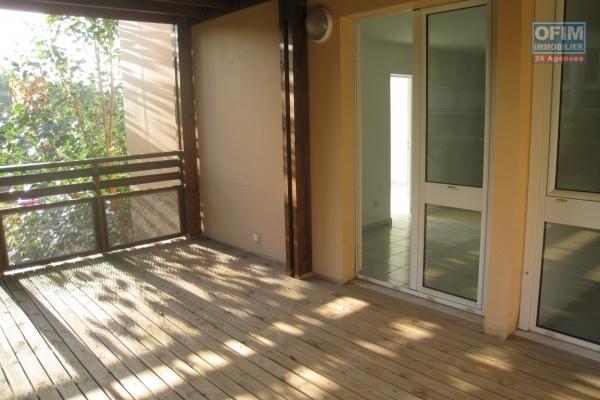 A vendre T2 plein centre de La  Montagne, residence Piton tresor chemin Bailly, proche de toutes les commodités à pieds.