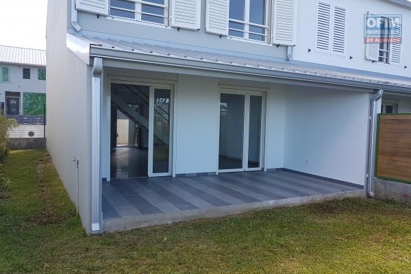 A louer magnifique villa de type F5 d'environ 121 m² avec grand garage au Petit Tampon