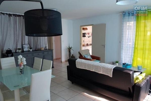 A louer magnifique et grand appartement duplex de type F4 d'environ 84 m² sur le Tampon