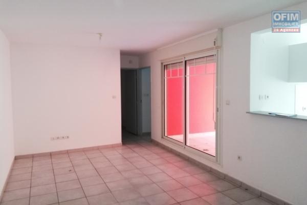 Appt. T2 de 45,65 m2 avec terrasse, parking, RDC.