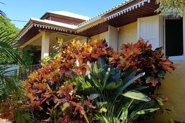 Villa F4 de plein pied avec dépendance. Ligne Paradis