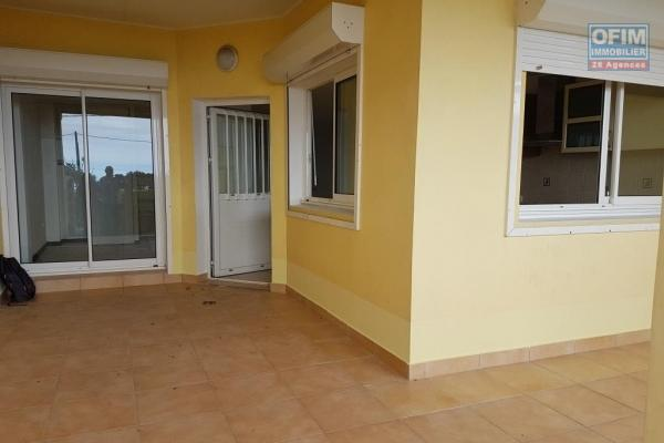 Appt. T2 de 48,07 m2, terrasse, jardin, parking.