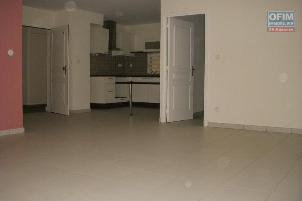 A louer grand appartement F2 en RDJ au centre ville de la Possession ( L'Etoile d'Alderan )