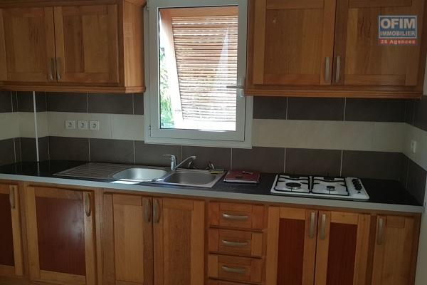 a louer appartement F3 entièrement rénové (qualité) à bellemene, rue montrouge, en rez de cour à l'arrière, 1er étage à l'avant