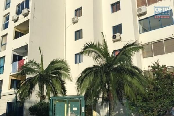 A louer un joli T2 avec terrasse et parking dans la résidence Coquelicots III à Sainte Clotilde