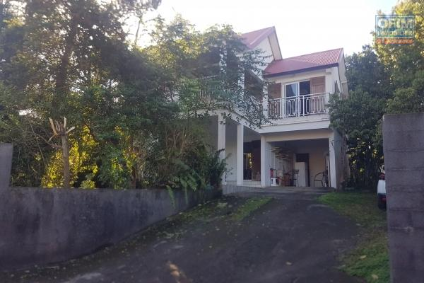 A vendre maison d'hôtes avec belle villa F5 de 120 m2 avec piscine sur terrain de 950 m2