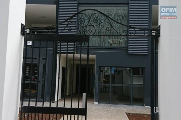 A louer plein centre de Saint Denis beau T3 neuf résidence Harmonie.