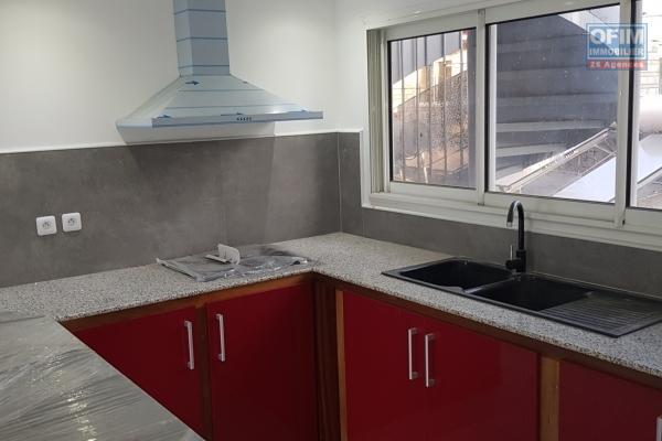 A Louer Appartement de type T3/4 dans une petite résidence au centre ville de l'Etang salé les hauts