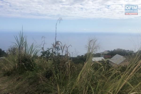 A vendre terrain de 991m2 à bois de néfles trois bassins avec vue mer.