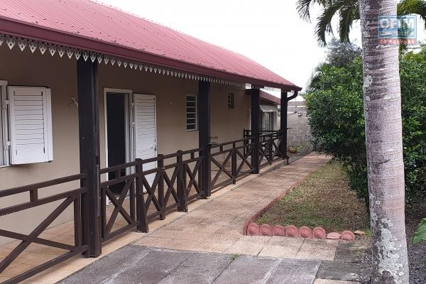 A louer villa jumelée récente de type F4 d'environ 85 m² avec vue mer et montagne au Tampon 17 éme