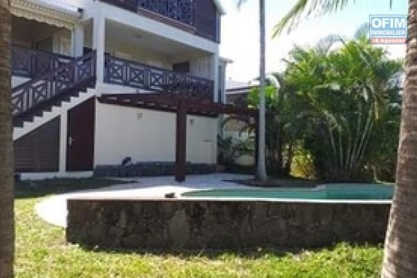 A Louer belle Villa F4/5 neuve de standing sur les Avirons avec une belle vue