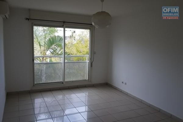 A LOUER appartement de type F2 de 41,74m2 en RDC+ véranda et cour privatif sur la Saline les Bains