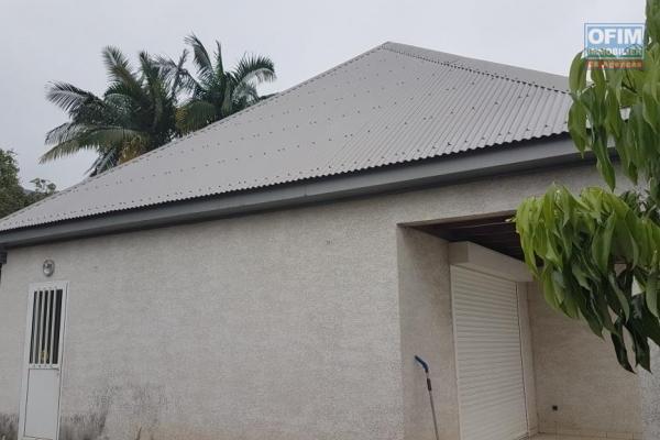 Vds maison F4 + maison F2 sur 1000m2 constructible + Bâtiment d'élevage de 250m2 sur 4000m2 agricole.