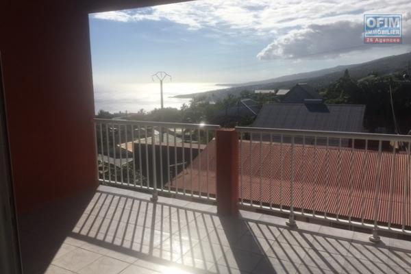 A Louer Appartement F3 de 68 m2 habitable proche plage à la Saline les bains