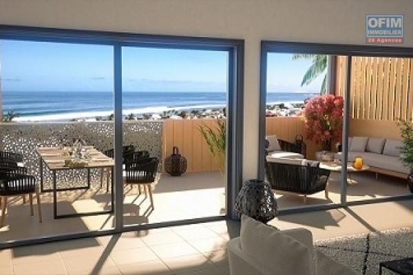 Appartements neufs T2 en VEFA, R+4 de 14 logements dans une rue adjacente à la plage d'Étang Salé Les Bains, à 100 m des commerces