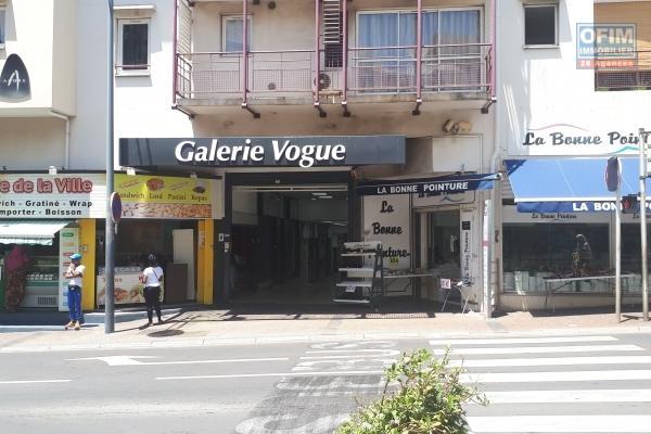 A louer local / boutique à ST PAUL ( centre ville dans le carré d'or )