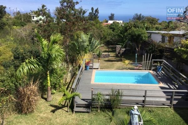 A vendre belle maison de type 5 avec piscine et vue mer à st paul.