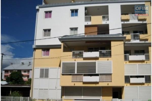 A louer  appartement F3 très spacieux sur la résidence ANTINEA à Sainte Clotilde sur la rue Lory les bas .