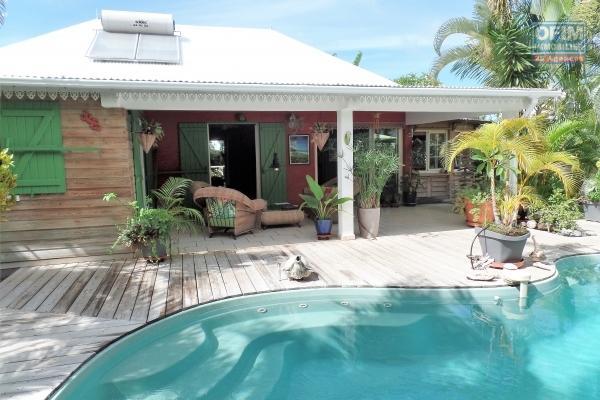 Grande maison F5++ de 310 m² utiles implantée sur 625 m² de terrain avec piscine au sel et jacuzzi, abri voitures et vue mer imprenable à 5 min du centre-ville
