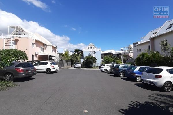 A LOUER spacieux appartement  de type F3 de 63,84m2+ terrasse de 30,19m2 sur Boucan Canot à Saint-Gilles Les Bains
